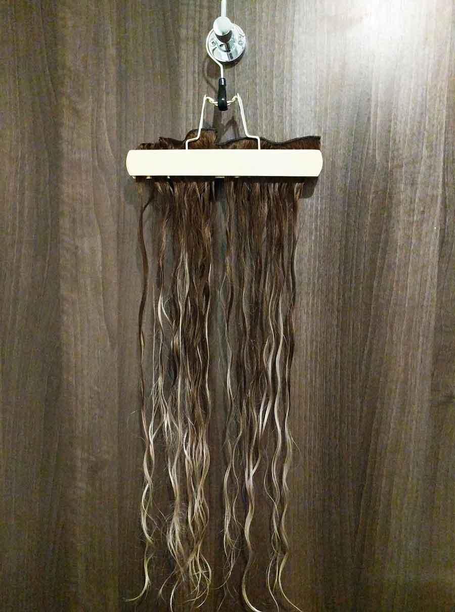 Lo mejor es utilizar uno de nuestros ganchos de almacenamiento para sostenerlas mientras secan.